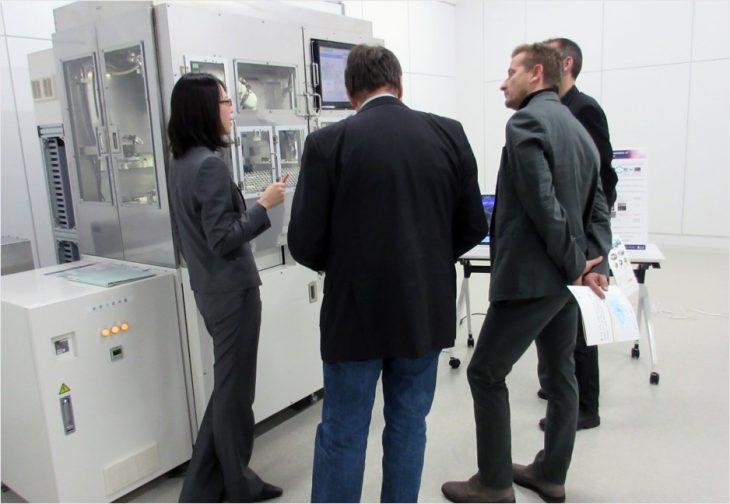 「ヒトiPS細胞の自動培養装置」についての説明の様子